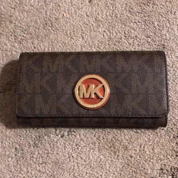 118a97191a65 Fulton logo carryall wallet. M 5a4568cc72ea88025c0e50d3. Other Bags you may  like. Michael Kors ...
